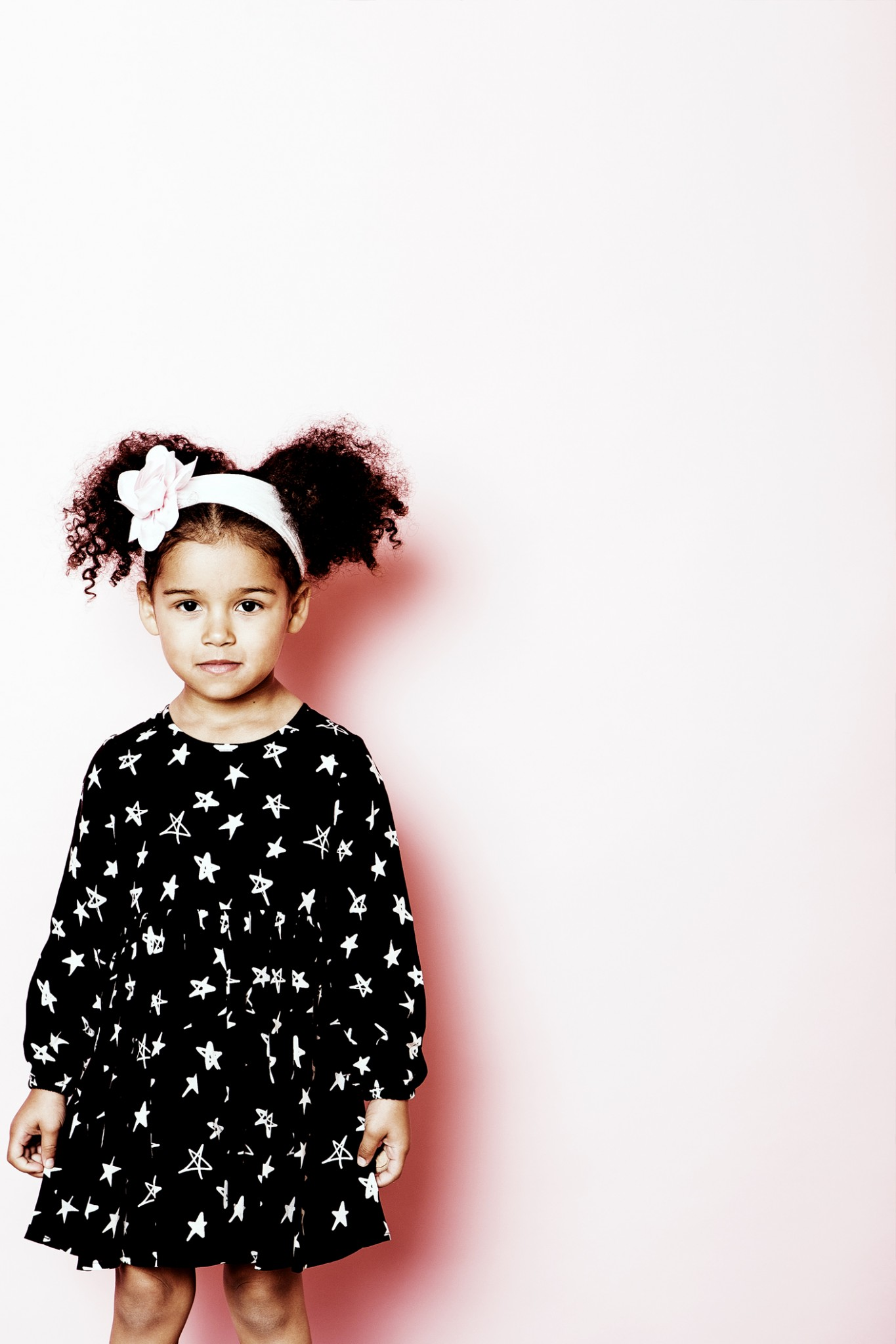kids-fashion-photographer-in-studio-